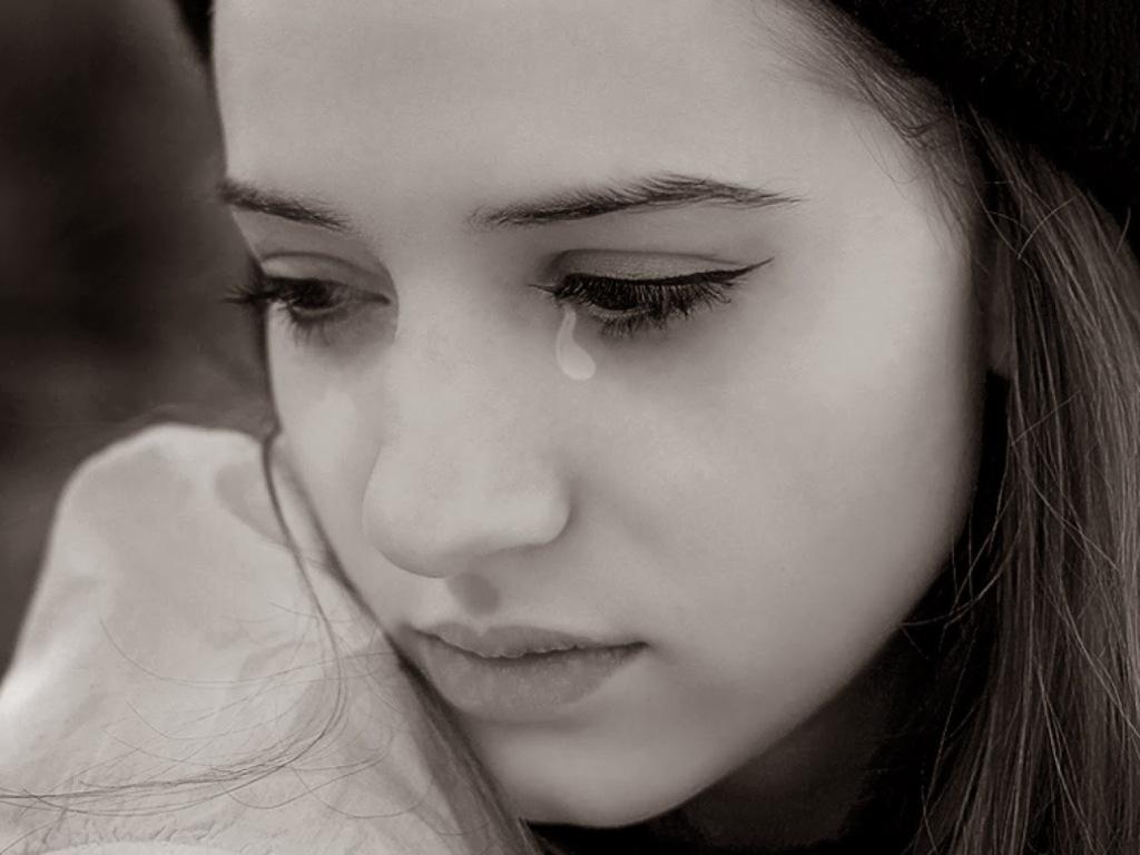 आँसूं पत्थरों की आँखों में ...