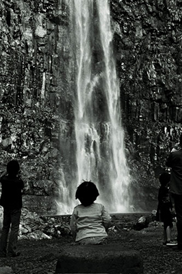 http://www.akikotakizawa.com/photography/waterfall/big/waterfall04big.html