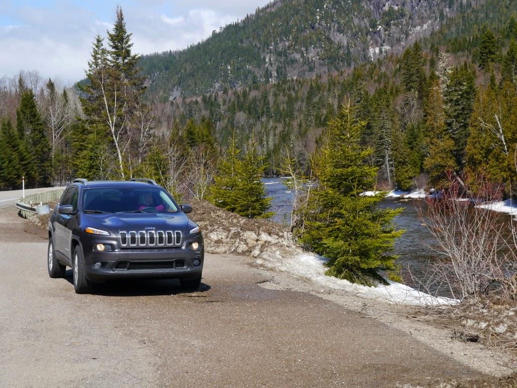 Fjord de Saguenay Québec Jeep Cherokee