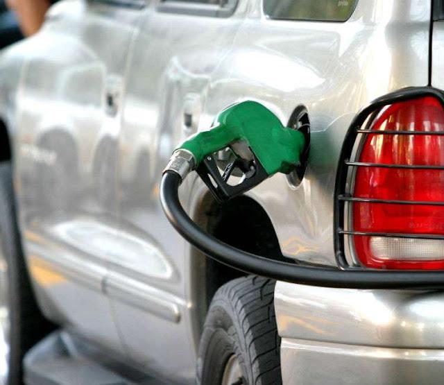 Así puedes ahorrar gasolina mientras conduces