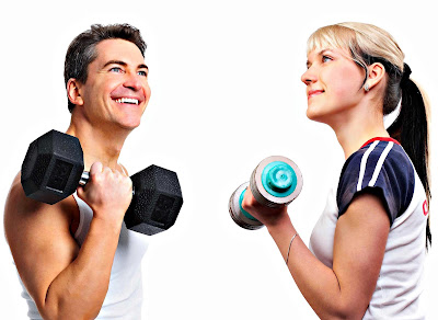 Entrenamiento pesas hombre mujer gimnasio