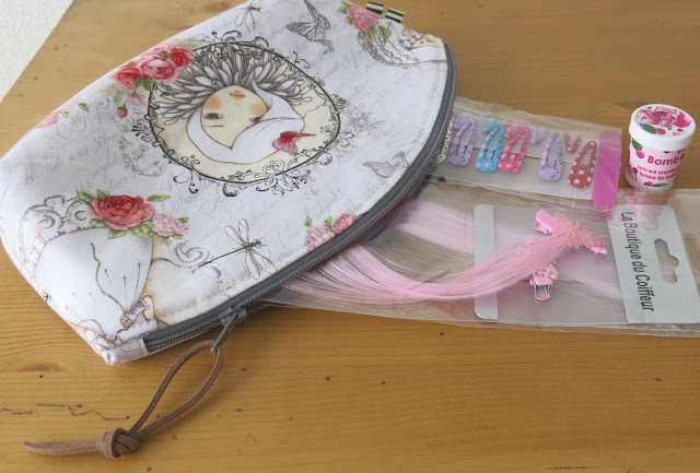 Luna Lovequilts - Petal pouch by Noodlehead - Filled with girly accessories