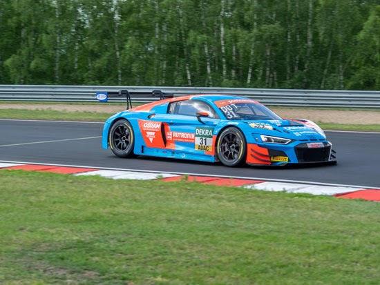 Audi-Duo Niederhauser/van der Linde feiert in Most Premierensieg für HCB-Rutronik Racing