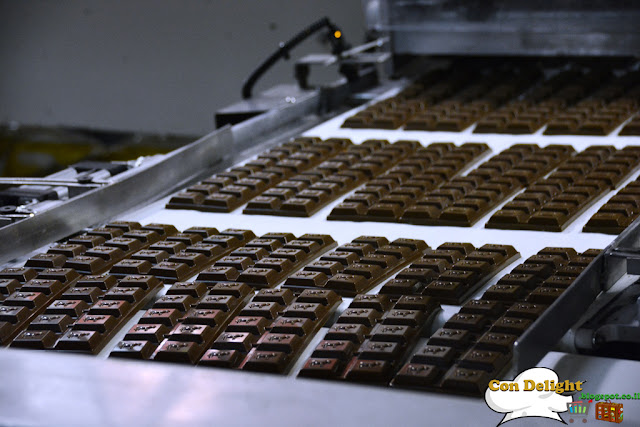 chocolate making in a factory הכנת שוקולד במפעל מתוקים עלית