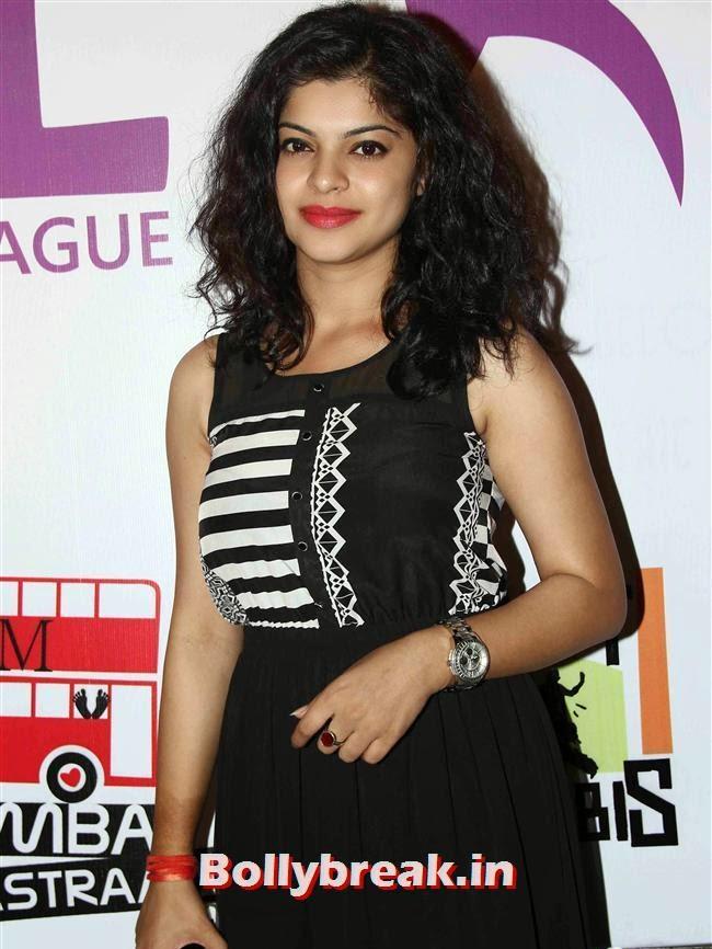 Sneha Wagh, Tv Actresses Launch Golden Bat of Box Cricket League
