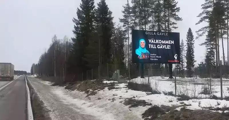 Γυναίκα με μαντίλα σε διαφημιστική πινακίδα καλοσωριζει τους τουριστες στην Σουηδια...!