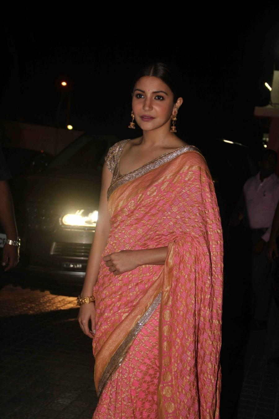 Beautiful Hindi Girl Anushka Sharma Photos In Transparent Pink Sari