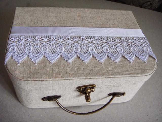 Presenteie suas madrinhas com lindas maletas criativas