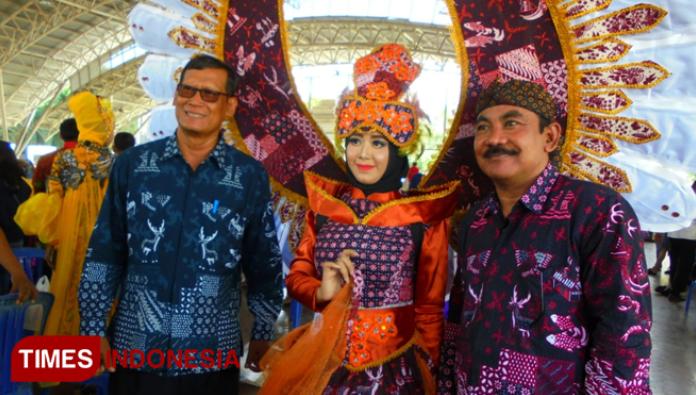 gresik24jam - Pemkab Gresik Kenalkan Kekayaan Batik Lokal Lewat Fashion Show