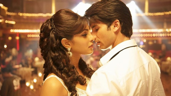 Romantic Scene Pictures from Teri Meri Kahaani Bollywood Movie