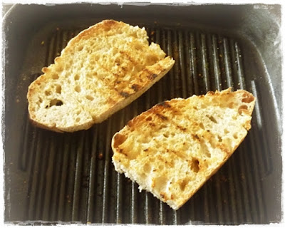 grilling-bread-in-a-ridge-pan