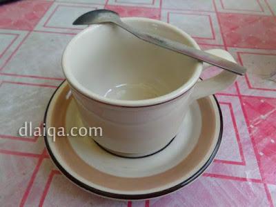 cangkir dan sendok teh