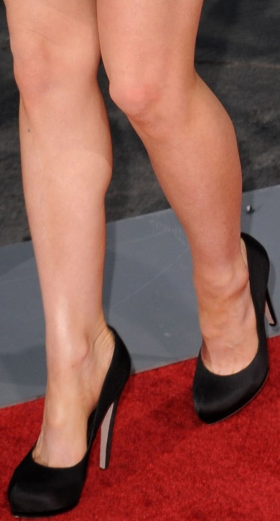 https://celebritygalaworld.blogspot.com/2012/02/kate-beckinsale-toe-cleavage-and-legs.html