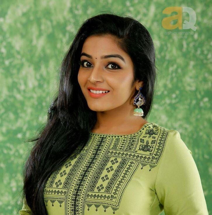 Rajisha Vijayan Cute Hd Photoshoot Stills Cinebugs