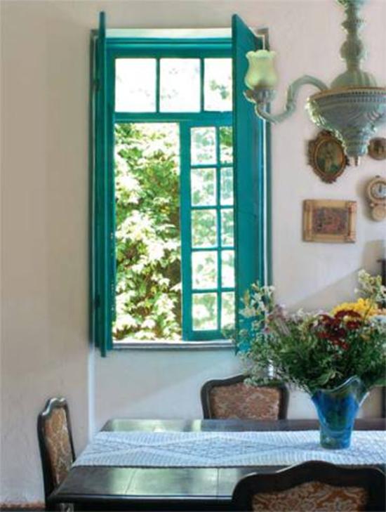 janela azul, janela colorida, colorful windows, moldura colorida, decoração, decor, moldura azul