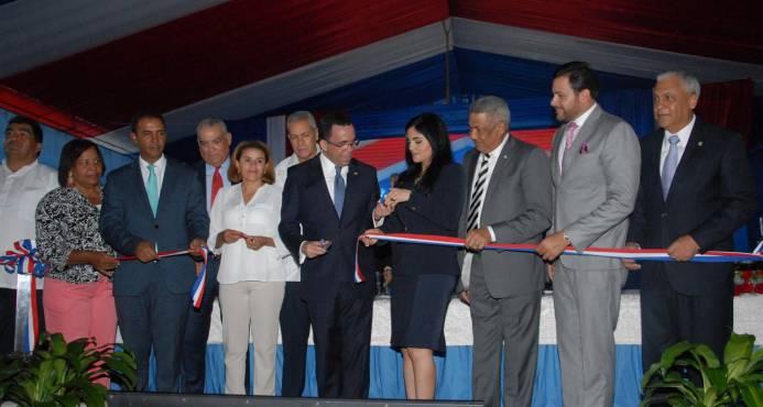 Presidente Medina entrega tres centros educativos y una estancia infantil