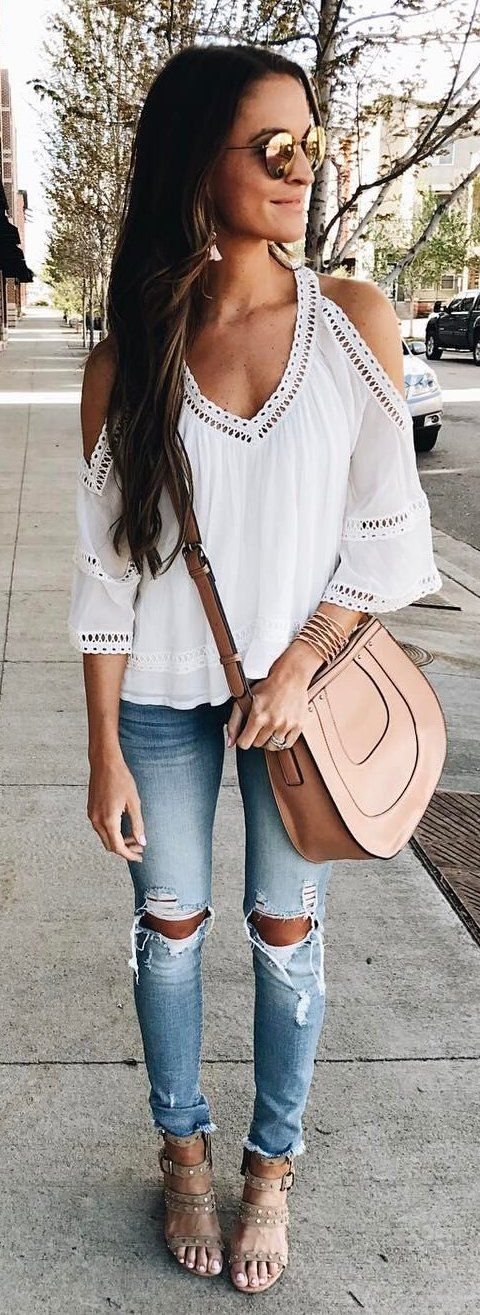 stylish look | white top + blush bag + ripped jeans + sandals