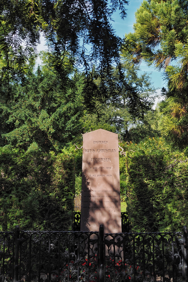 Tombe de Hans Christian Andersen dans le cimetière d'Assistens Kirkegård à Copenhague