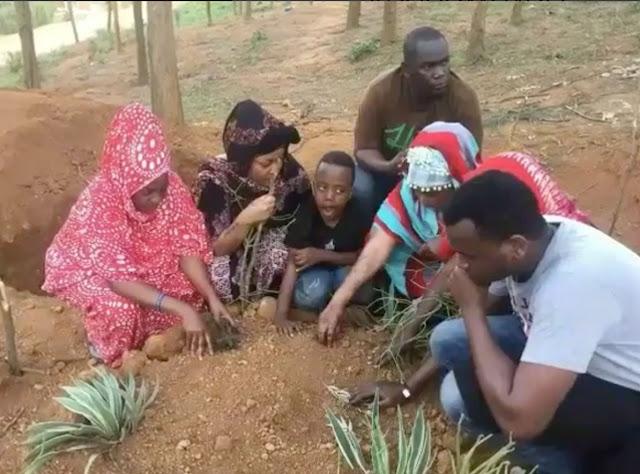 Picha: Irene Uwoya Akiwa Kwenye Kaburi la Ndikumana, Aandika Ujumbe Huu