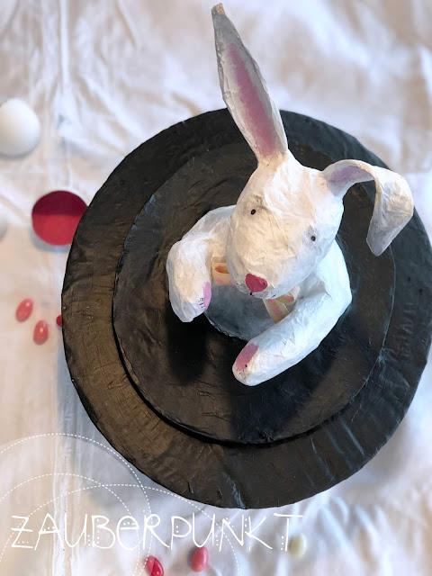 Osterhase im Zylinder, Pappmache, Kleister, DIY, Zauberhase aus dem Hut, weisser Hase, Ostern, Osterhase, Eierversteck