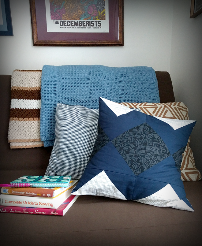 Sew your own flying geese block pillow. Get the Spiegel ebook.