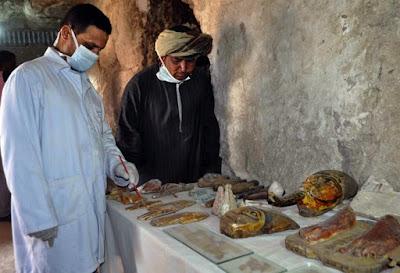Αίγυπτος: Στο φως έξι μούμιες και περισσότερα από χίλια αγαλματίδια
