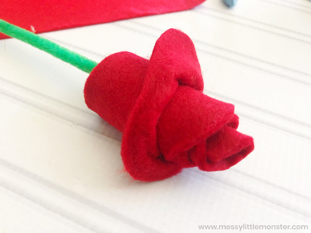 Felt roses valentine craft for kids