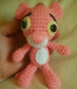 http://patronesamigurumipuntoorg.blogspot.com.es/2013/12/la-pantera-rosa.html#.Uqw_ZyfpxVc