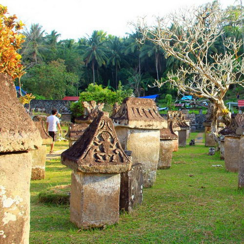 Tinuku Travel Waruga park megalithic tombs sites containing stone coffins to bury the Minahasa in North Sulawesi