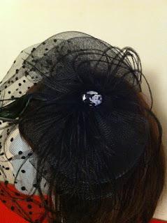 Audrey Hepburn siyah vualet nikah şapkası