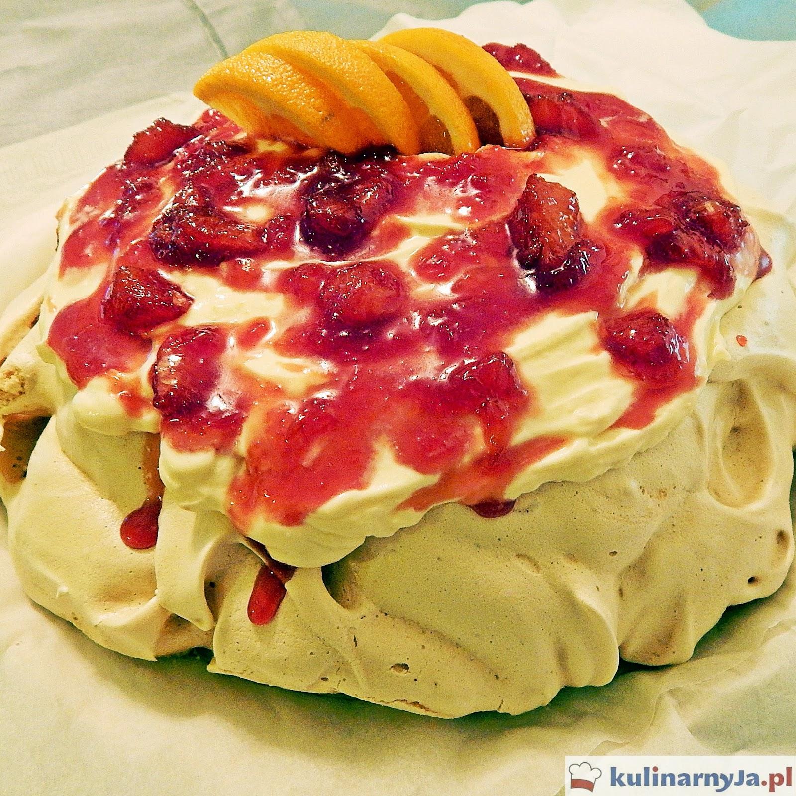 Tort bezowy z pomarańczowym kremem mascarpone i polewą wiśniową