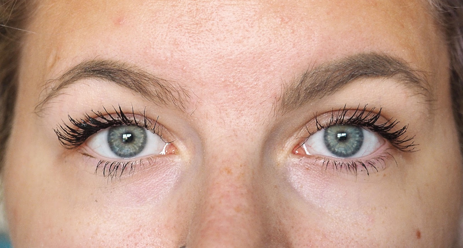 12aa657a091 Left eye - Maybelline Lash Sensational // Right eye - Benefit Roller Lash