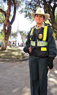 Policial em Frente a Plaza del Rigozijo, em Cusco