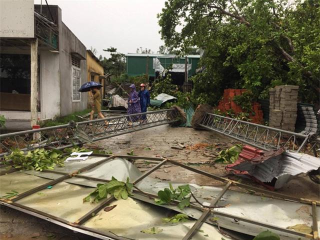 Nghệ An: Diễn biến cơn bão số 10 - nước biển dân cao bất thường, dân lo nhà cửa cuốn trôi