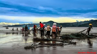 wisata pada tulungagung-kegiatan nelayan pantai sidem