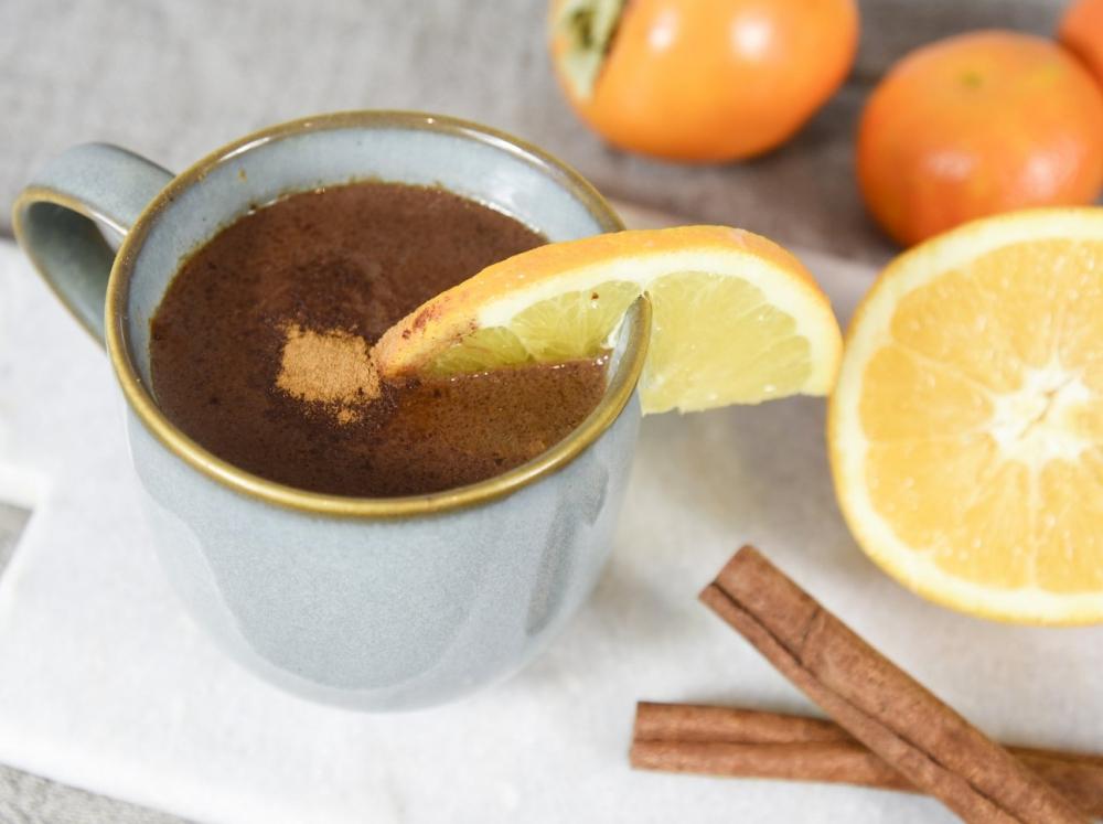 Superfood zum Trinken: 3 heiße Schokoladen für die Weihnachtszeit - Orangen-Carob-Schokolade