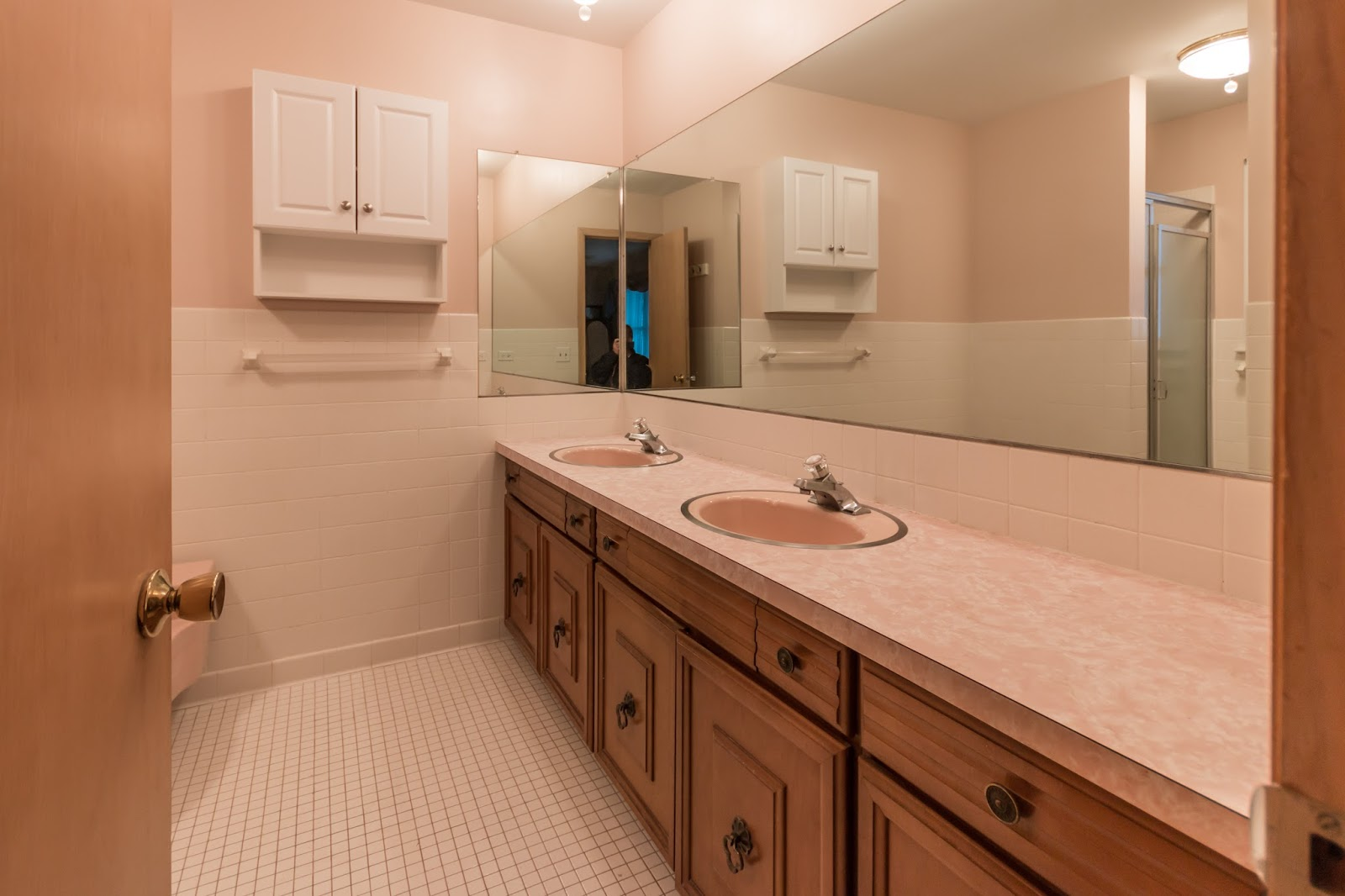 Old Pink 60 S Style Bathroom Gets A Complete Makeover