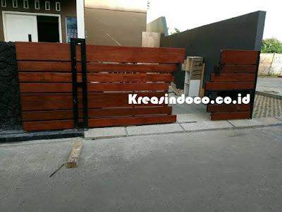 Proses Pemasangan Pintu Pagar Kombinasi Kayu di Tempat Rumah Bpk Soes Pamulang Permai Tangerang Selatan