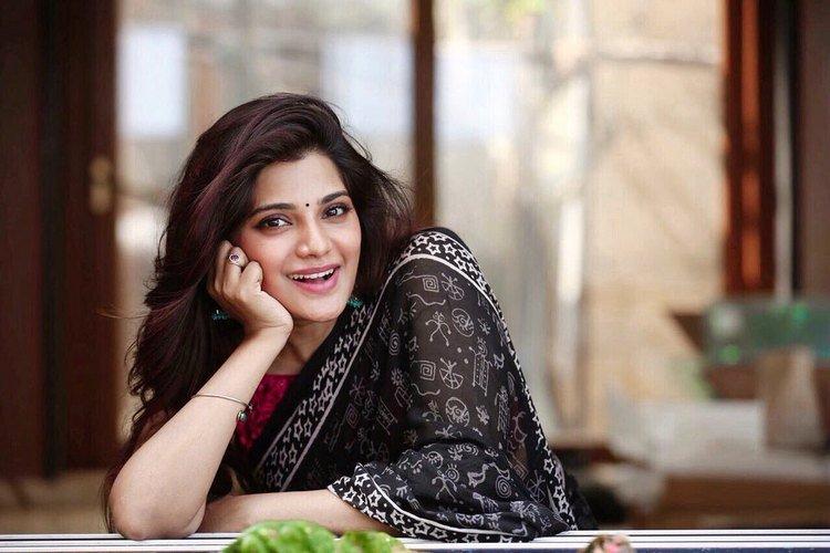 Actress Ramya Pandian latest photoshoot - Cine Info TV