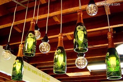 Kerajinan Tangan Lampu Gantung Unik yang Terbuat dari Botol Bekas