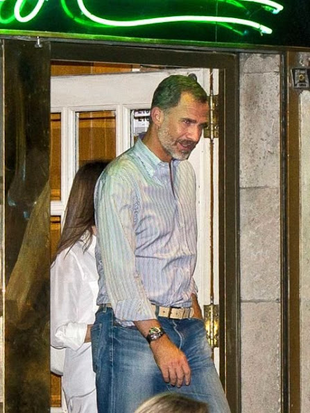 """King Felipe and Queen Letizia watched movie of """"high life"""" (Café Society), and at """"Charing Boss"""" bar, style of Letiza, letiza fahions"""