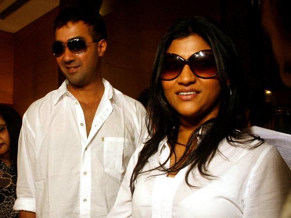 happyworldforall: Konkana flaunts her baby bump ...