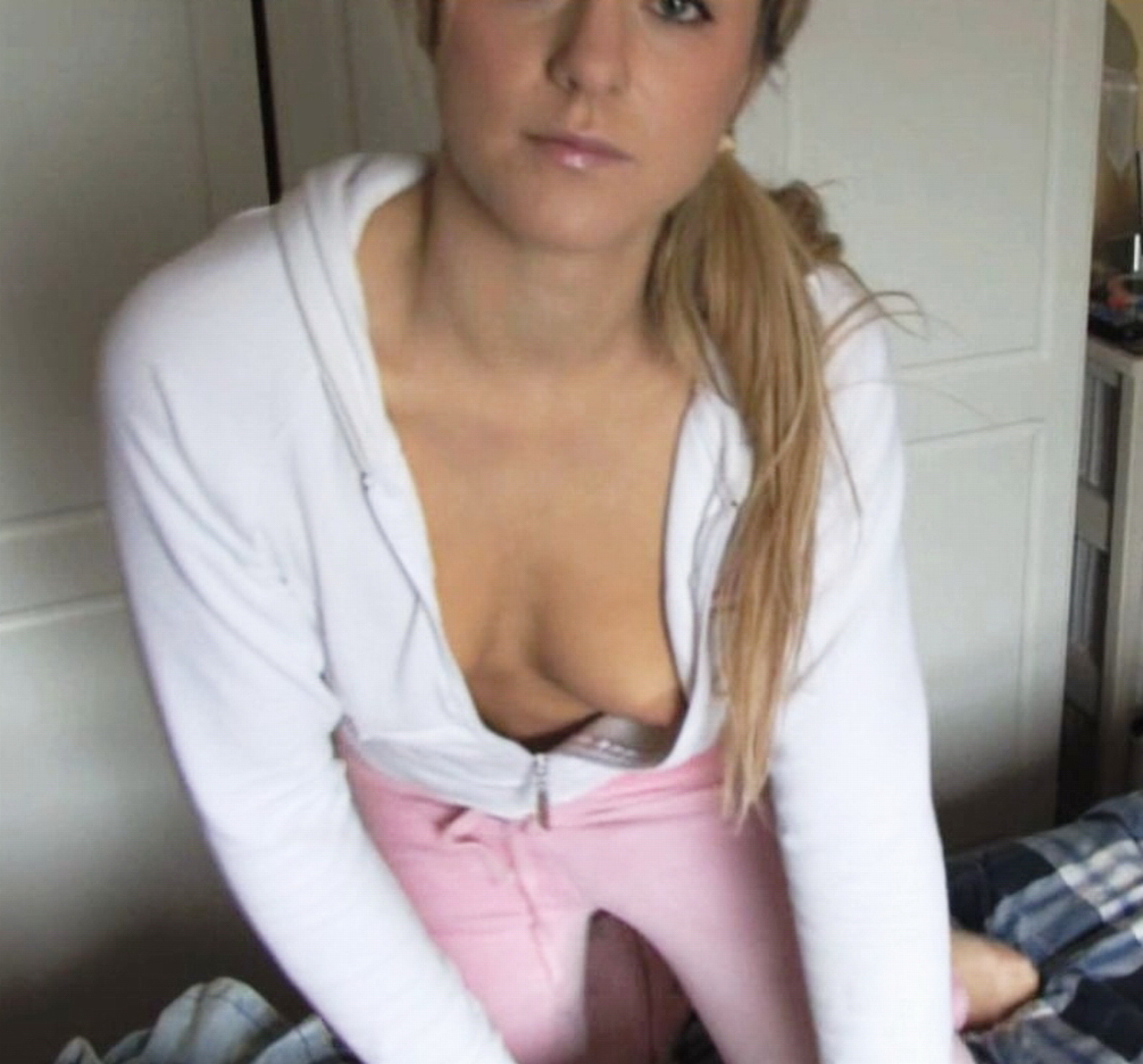Downblouse girl