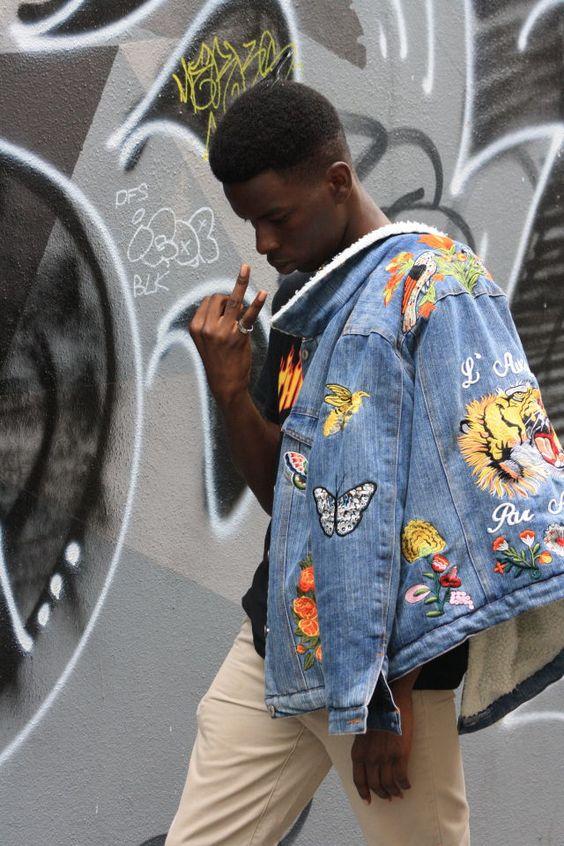 Look Masculino com jaquetas jeans bordadas