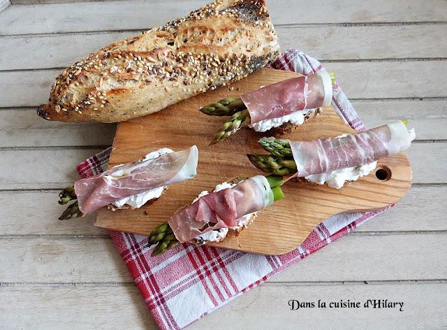 Crostini aux asperges, jambon cru et chèvre frais - Dans la cuisine d'Hilary