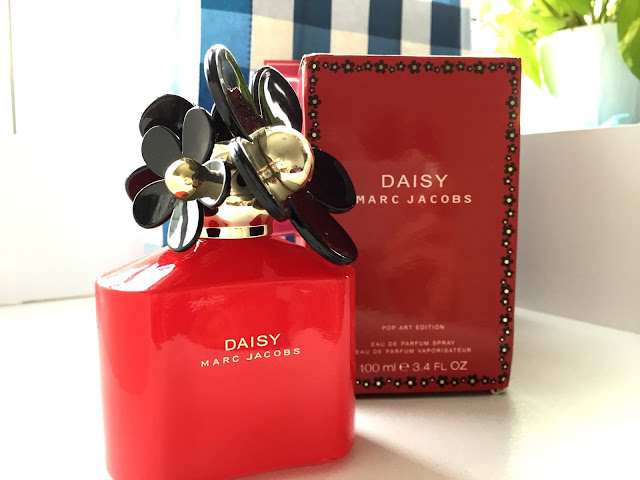 Marc Jacobs Daisy Perfume Review (Pop Art Edition), gorgeous perfume bottle