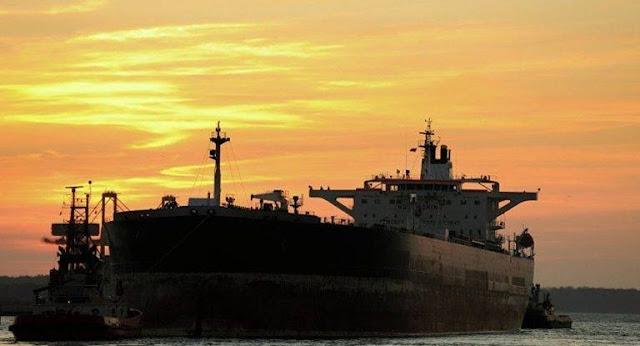 Cán bộ hải quan ngang nhiên tiếp tay cho buôn lậu 100.000 tấn xăng dầu, đút túi hơn 2.000 tỉ