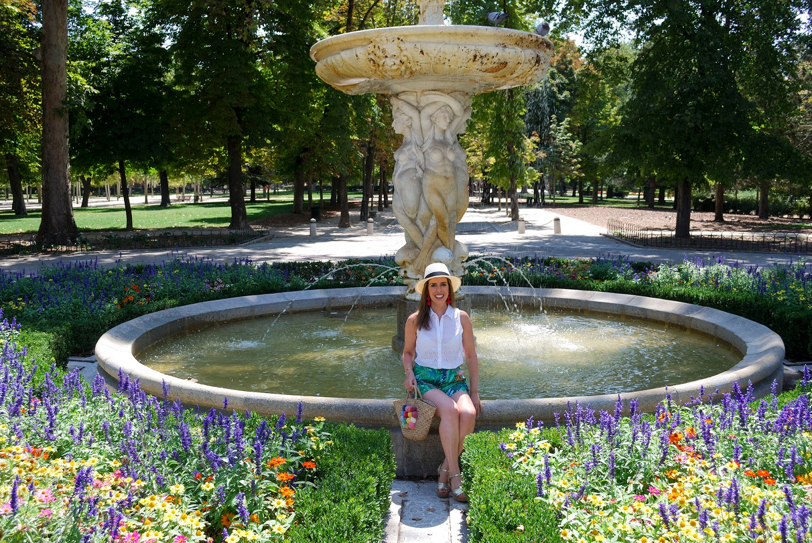 retiro park madrid travel outfit spain