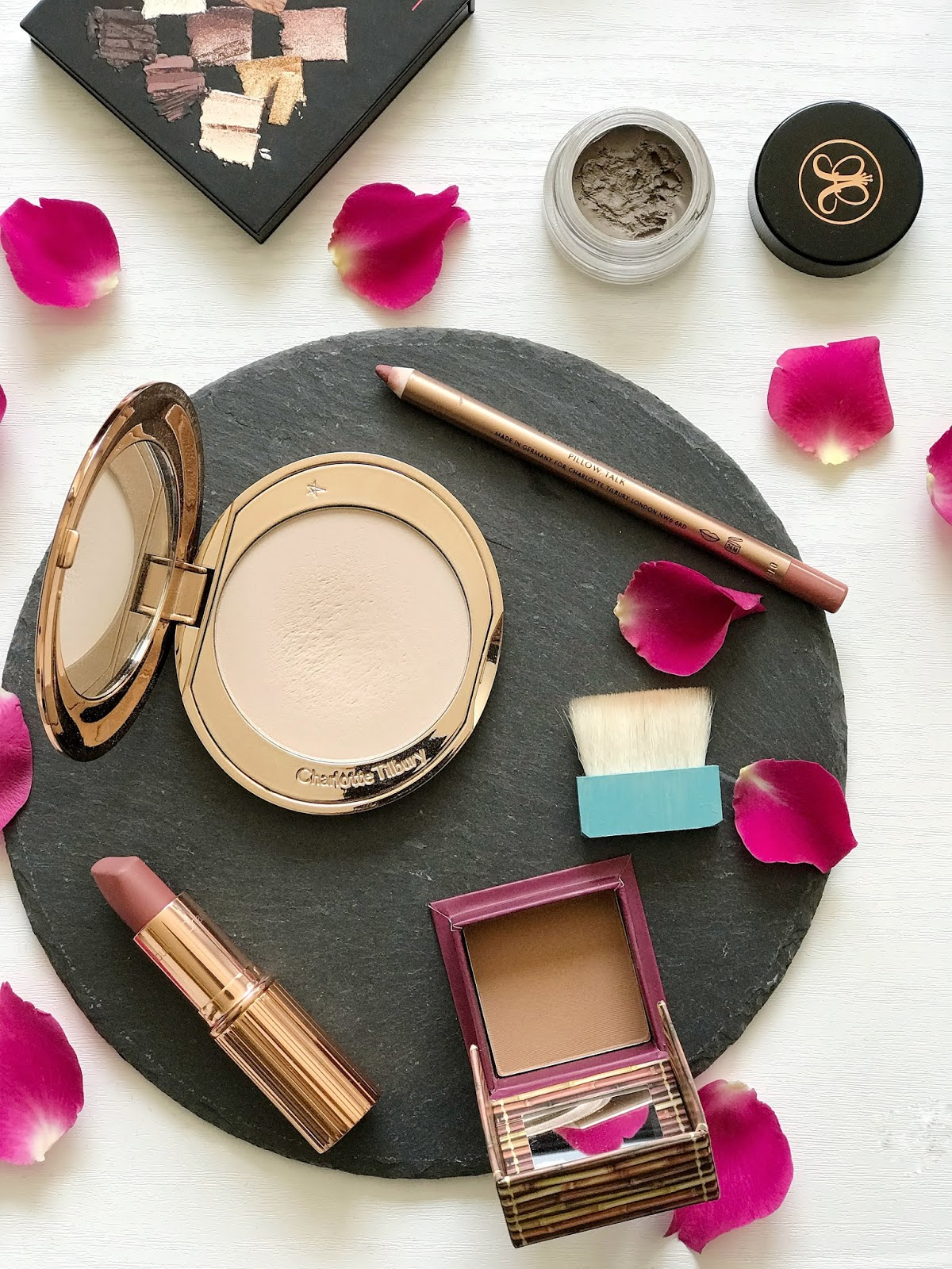 charlotte tilbury airbrush flawless finish powder, benefit hoola bronzer, charlotte tilbury matte revolution pillow talk, lip cheat pillow talk, anastasia beverly hills dipbrow pomade