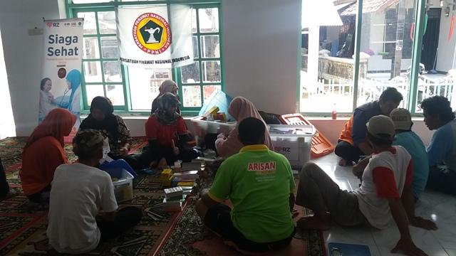 Reportase Aksi RZ Cilegon di Lokasi Bencana Banjir Anyer